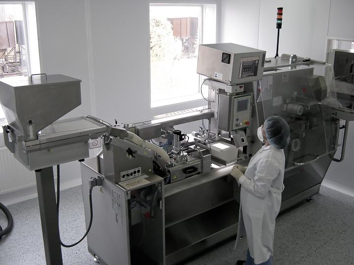 блистерная машина фасовочно-упаковочной линии на производстве АЛСИ Фарма
