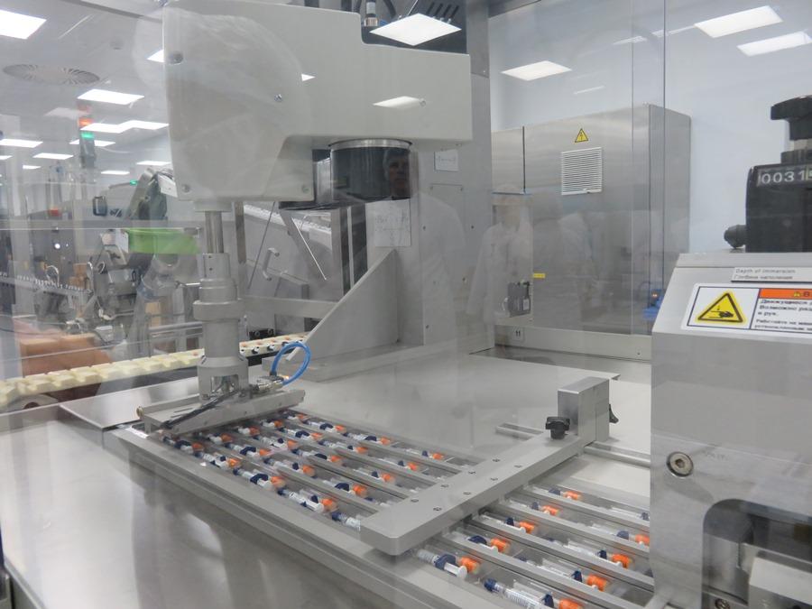Линия упаковки шприцев. Производственный комплекс НПО Петровакс Фарм
