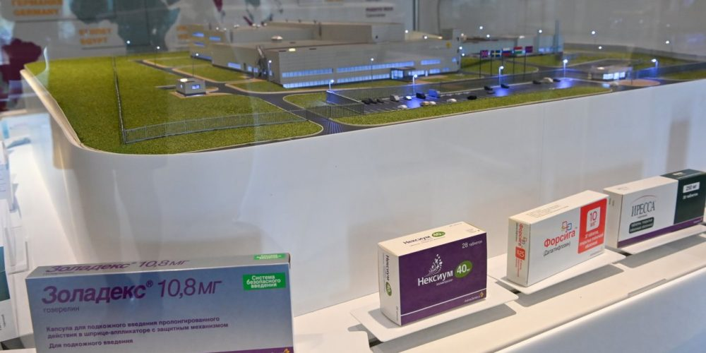 На заводе компании «АстраЗенека» начали производить таргетный препарат для лечения рака лёгкого
