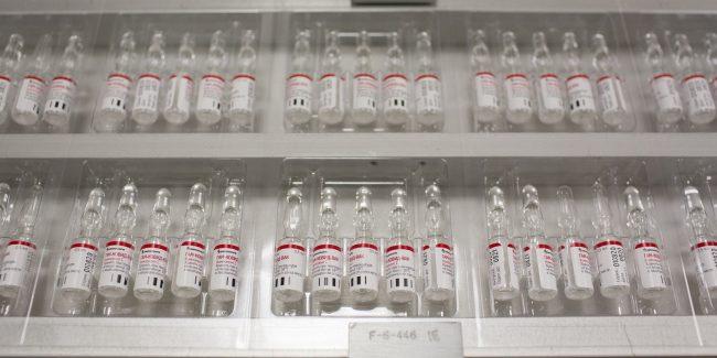 В ОАЭ одобрено проведение фазы III клинических исследований вакцины «Спутник V»