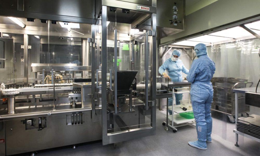 Центр Чумакова прорабатывает решение для увеличения выпуска вакцины «Ковивак»
