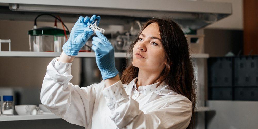 Новый способ создания биосовместимости с имплантатом предложили томские ученые