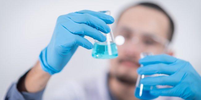 Президент поручил создать технологии производства лекарств нового поколения