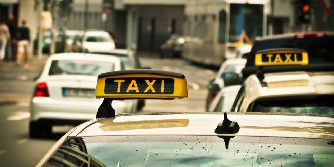 Организация доставки лекарственных препаратов с помощью такси – риски и возможности