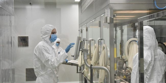 Центр «Вектор» выпустил в апреле 1,1 млн доз вакцины «ЭпиВакКорона»