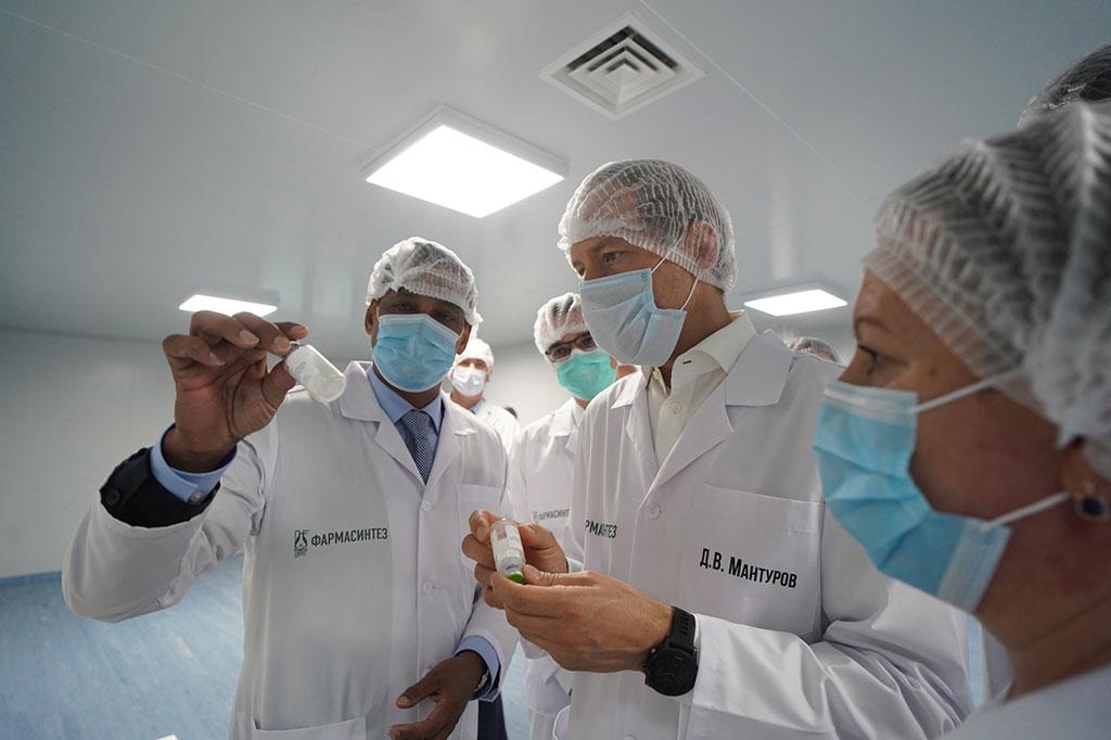 Мантуров на заводе Фармасинтез